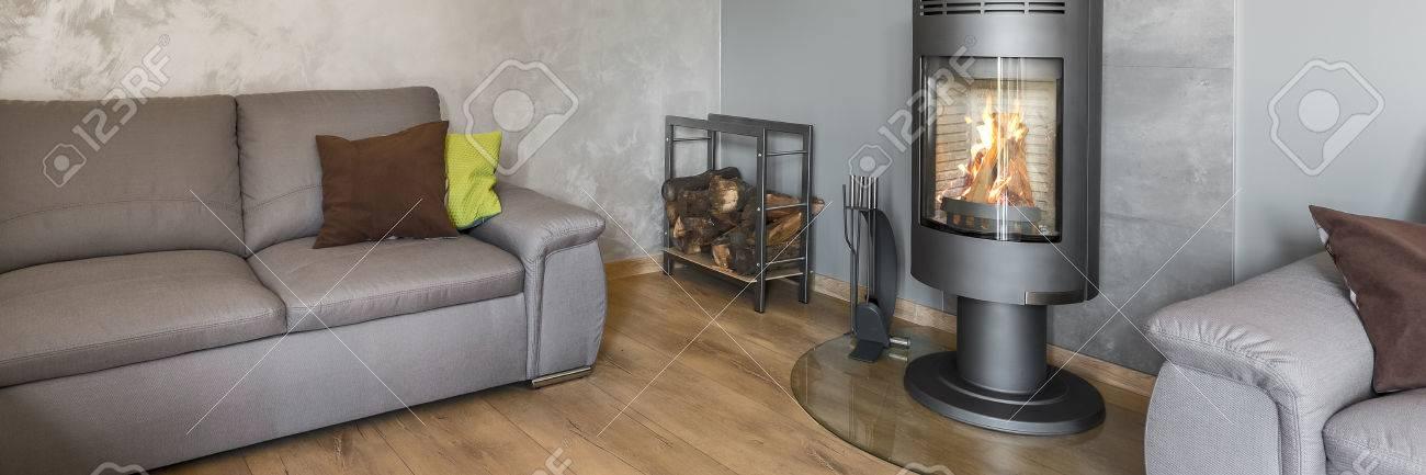 https://previews.123rf.com/images/in4mal/in4mal1608/in4mal160800084/63530629-panoramische-foto-van-grijze-woonkamer-met-modieuze-open-haard-in-industri%C3%ABle-stijl-houten-vloerpanele.jpg