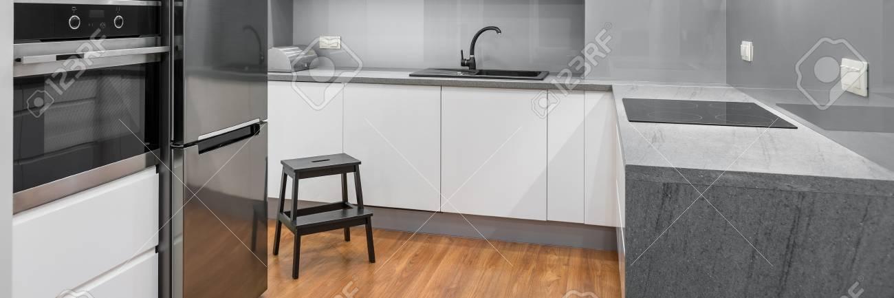Awesome Pavimento Cucina Moderna Contemporary - bakeroffroad.us ...