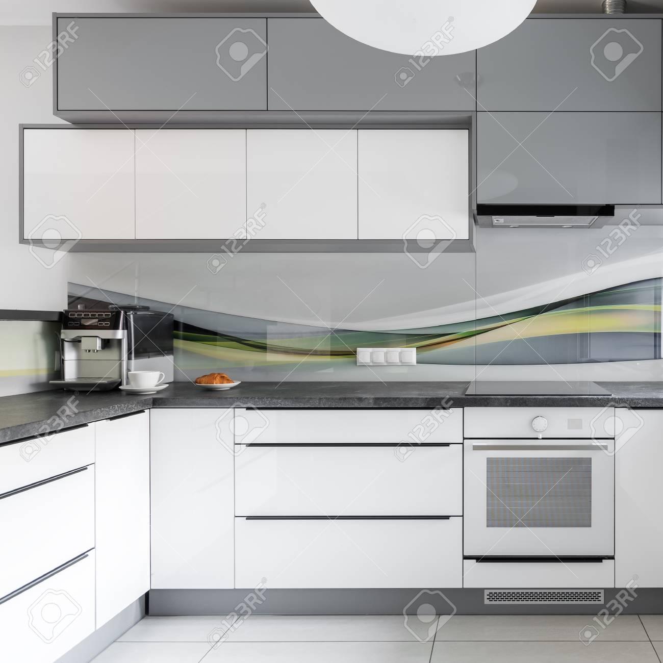 Interieur De Cuisine Moderne Et Clair Avec Des Meubles Blancs Et