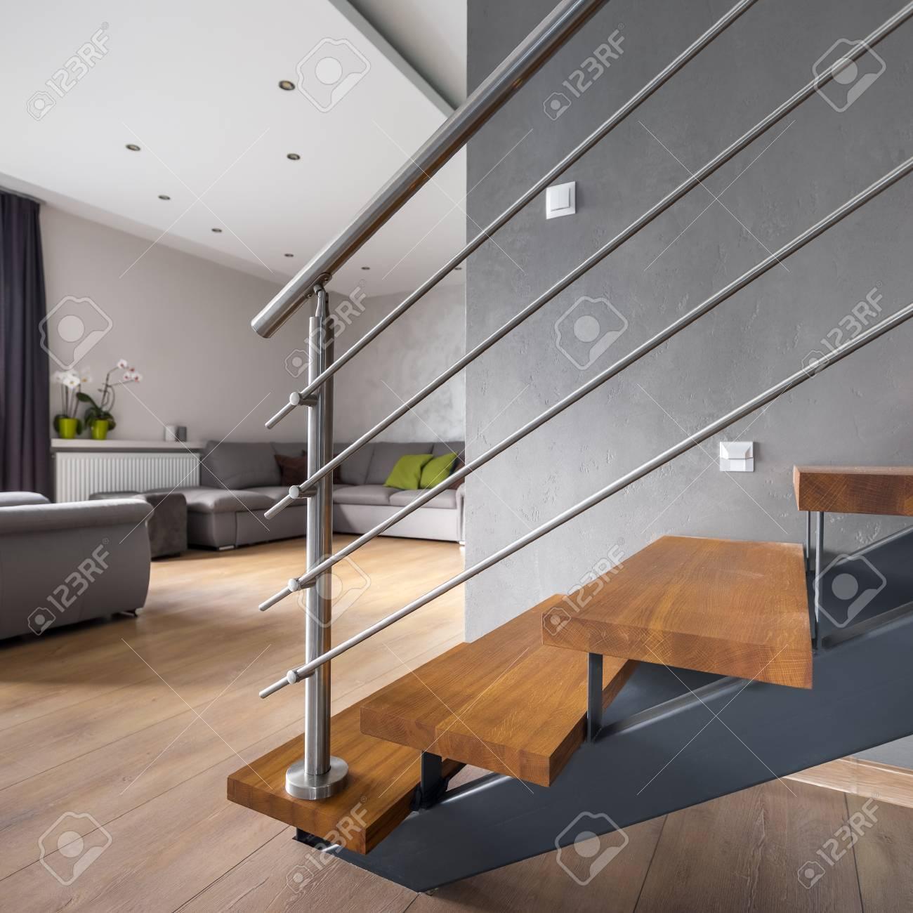 Tage Ouvert Avec Escalier En Bois Et Salon