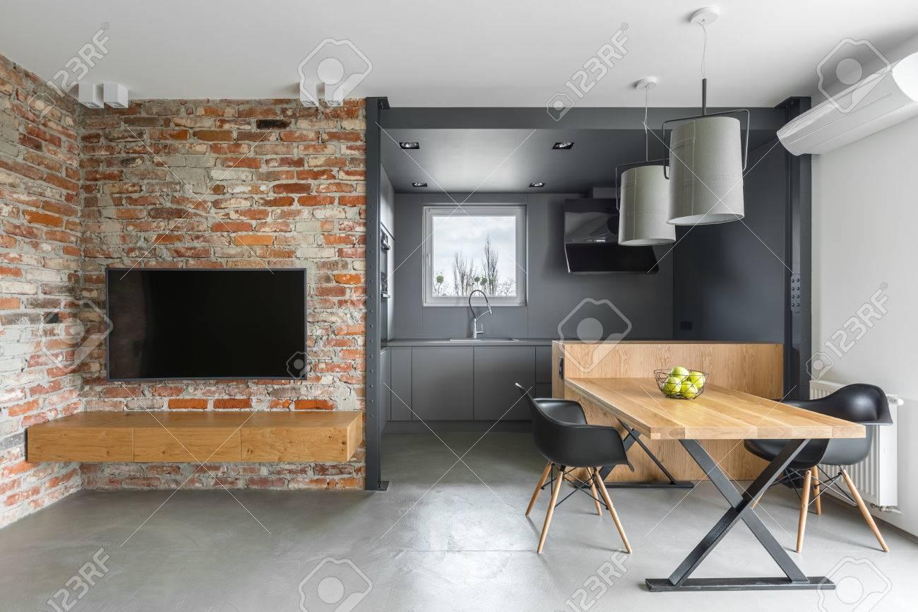 Intrieur De Style Industriel Avec Kitchenette TV Table Chaises