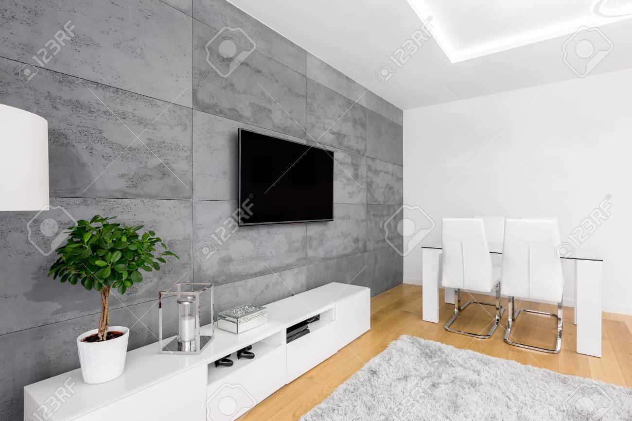 Agreable Banque Du0027images   Salon Moderne Avec Mur En Béton Décoratif, Télévision,  Armoire, Table Et Chaises