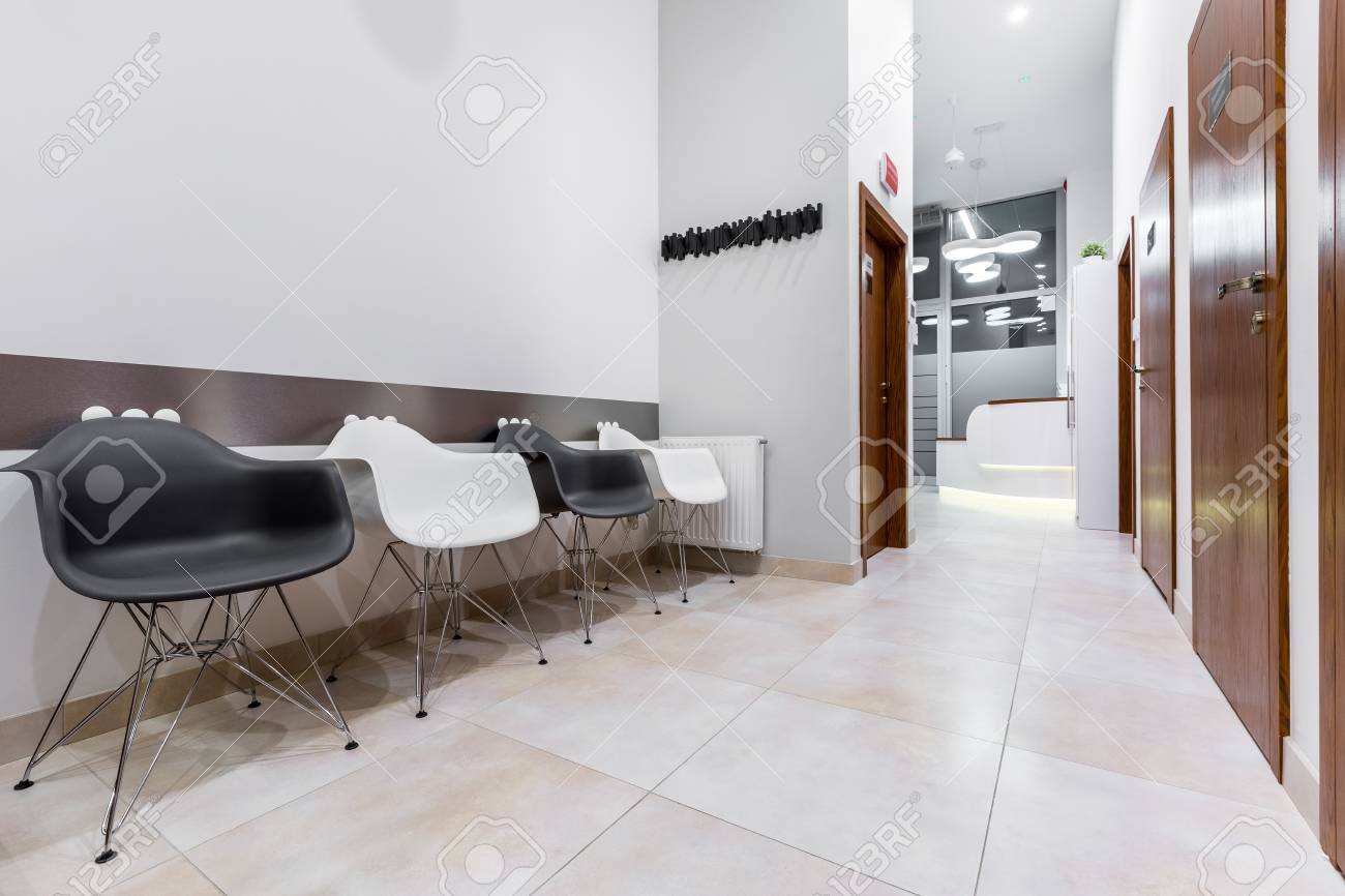 Phenomenal Modern Waiting Room With Black And White Chairs Bralicious Painted Fabric Chair Ideas Braliciousco