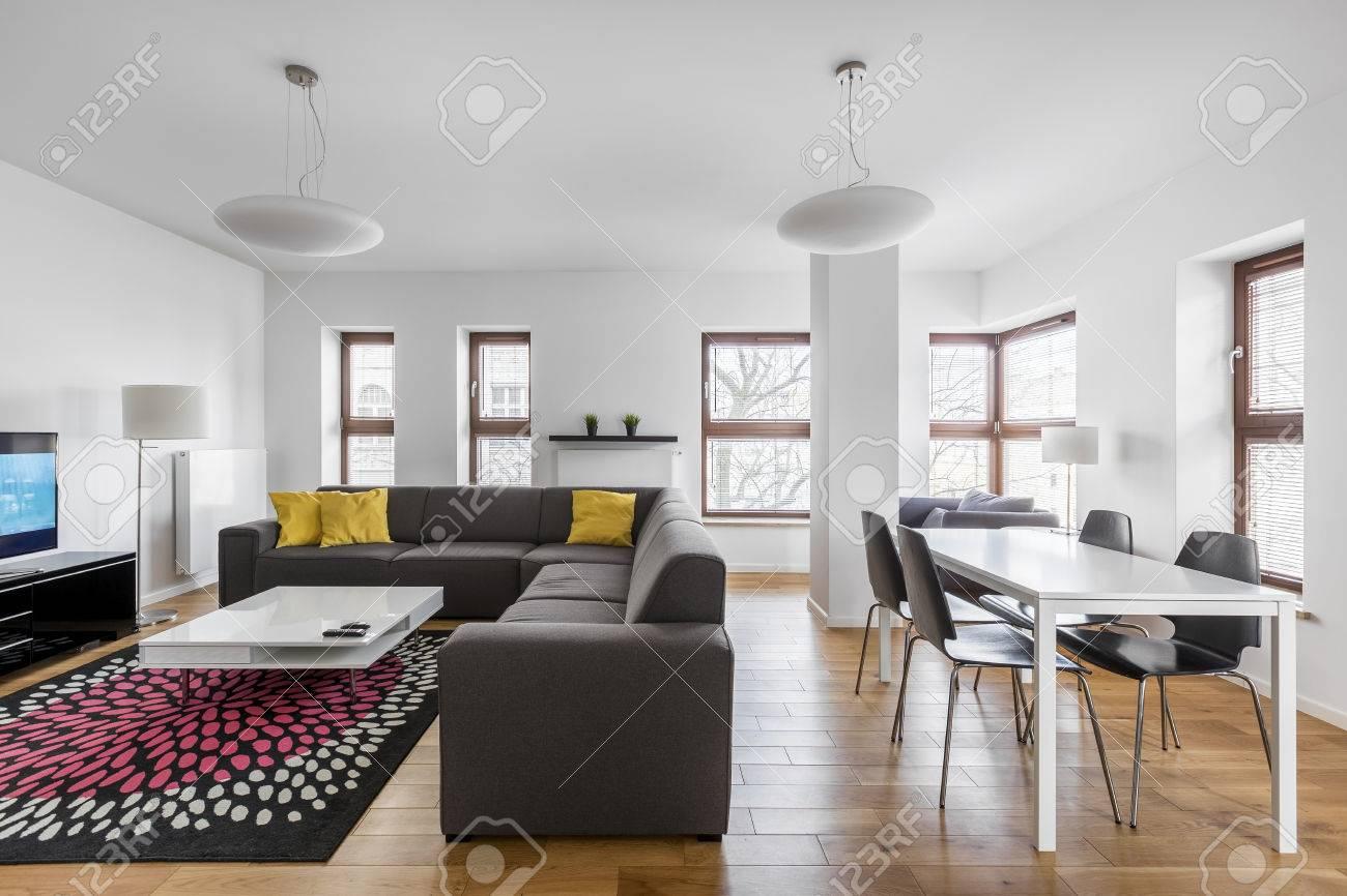 Appartement Moderne Avec Salle A Manger Et Salon Combines Banque D