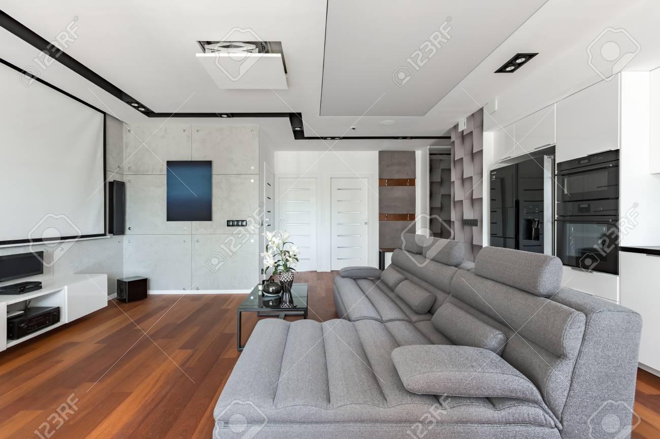 banque dimages salon avec canap gris et cuisine ouverte blanche