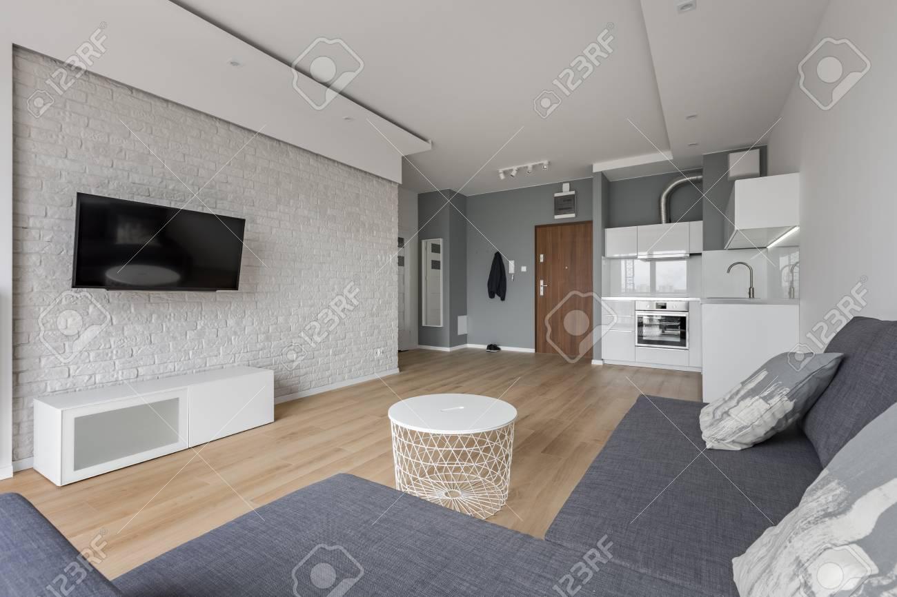 Modernes Studio Mit Tv Raum Sofa Und Kleiner Offener Kuche