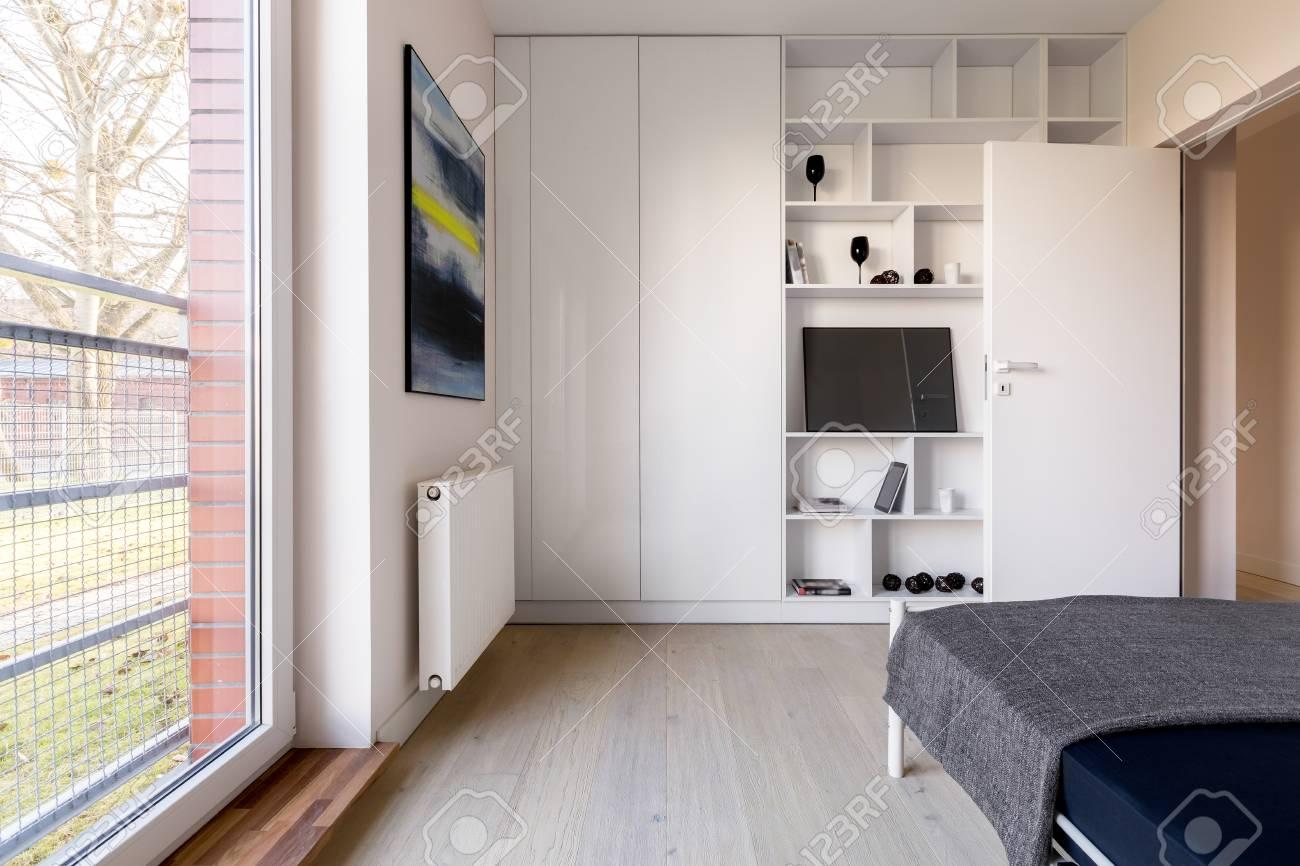Verzauberkunst Weißes Bücherregal Beste Wahl Einfaches Weißes Schlafzimmer Mit Schlafzimmer, Bücherregal Und