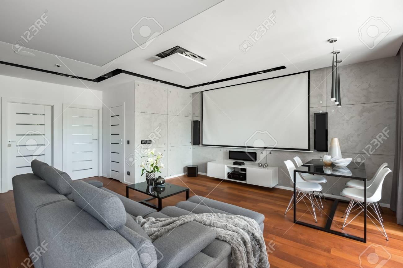 Perfect Wohnzimmer Mit Sofa Esstisch Weien Sthlen Und Leinwand With Sofa Fr  Esstisch. Trendy Fototapete ...