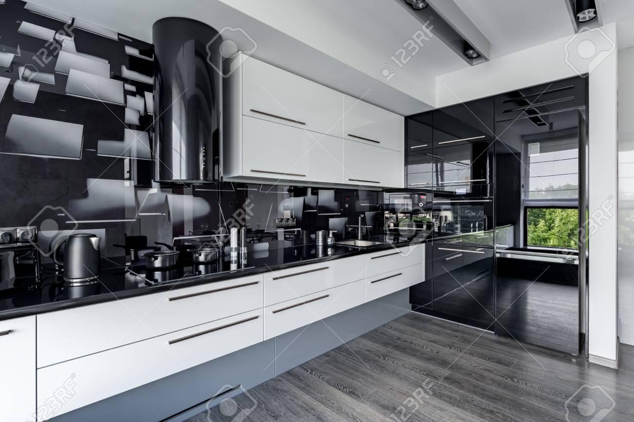 Atemberaubend Küche Mit Weißen Schränken Zeitgenössisch - Ideen Für ...