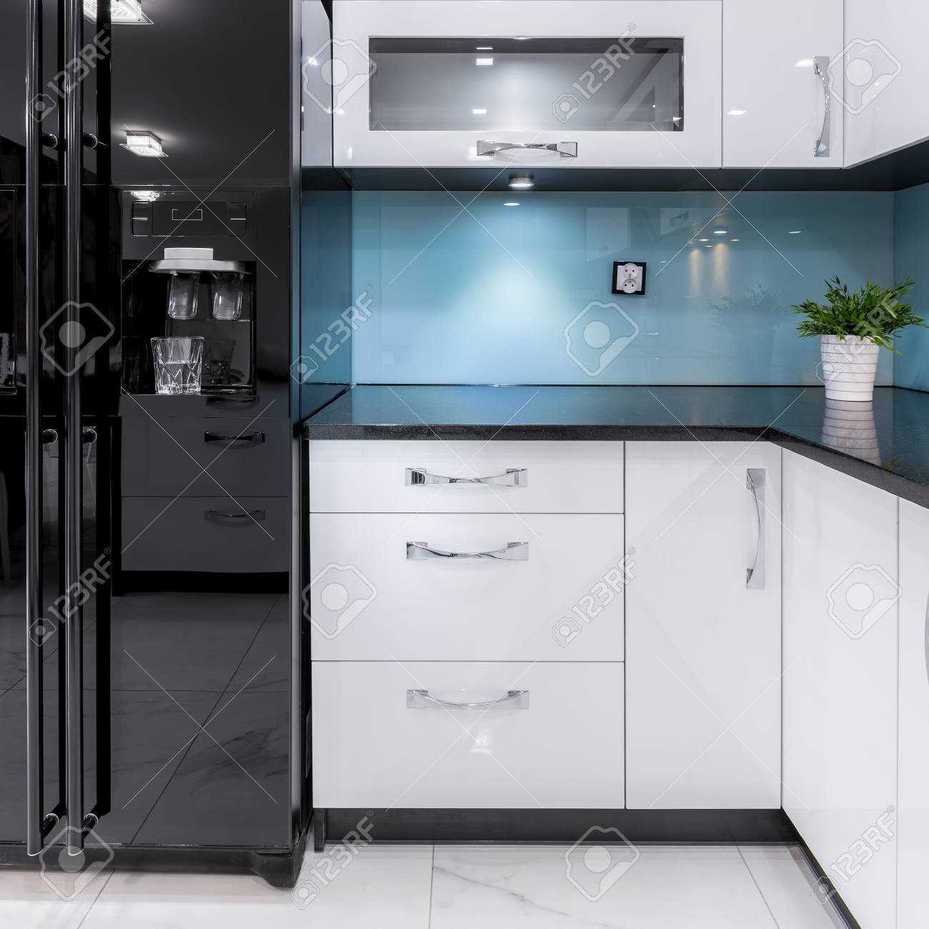 Beautifully Designed Kitchen Interior With Minimalist Color Schemes ...