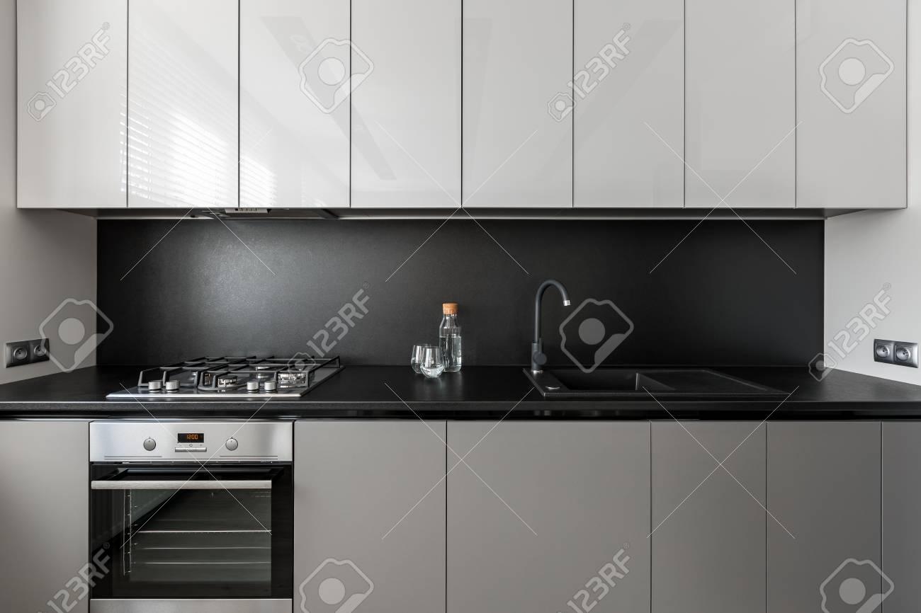 Merveilleux Modern Kitchen Unit In Black And White, Black Worktop And Backsplash Stock  Photo   98139666
