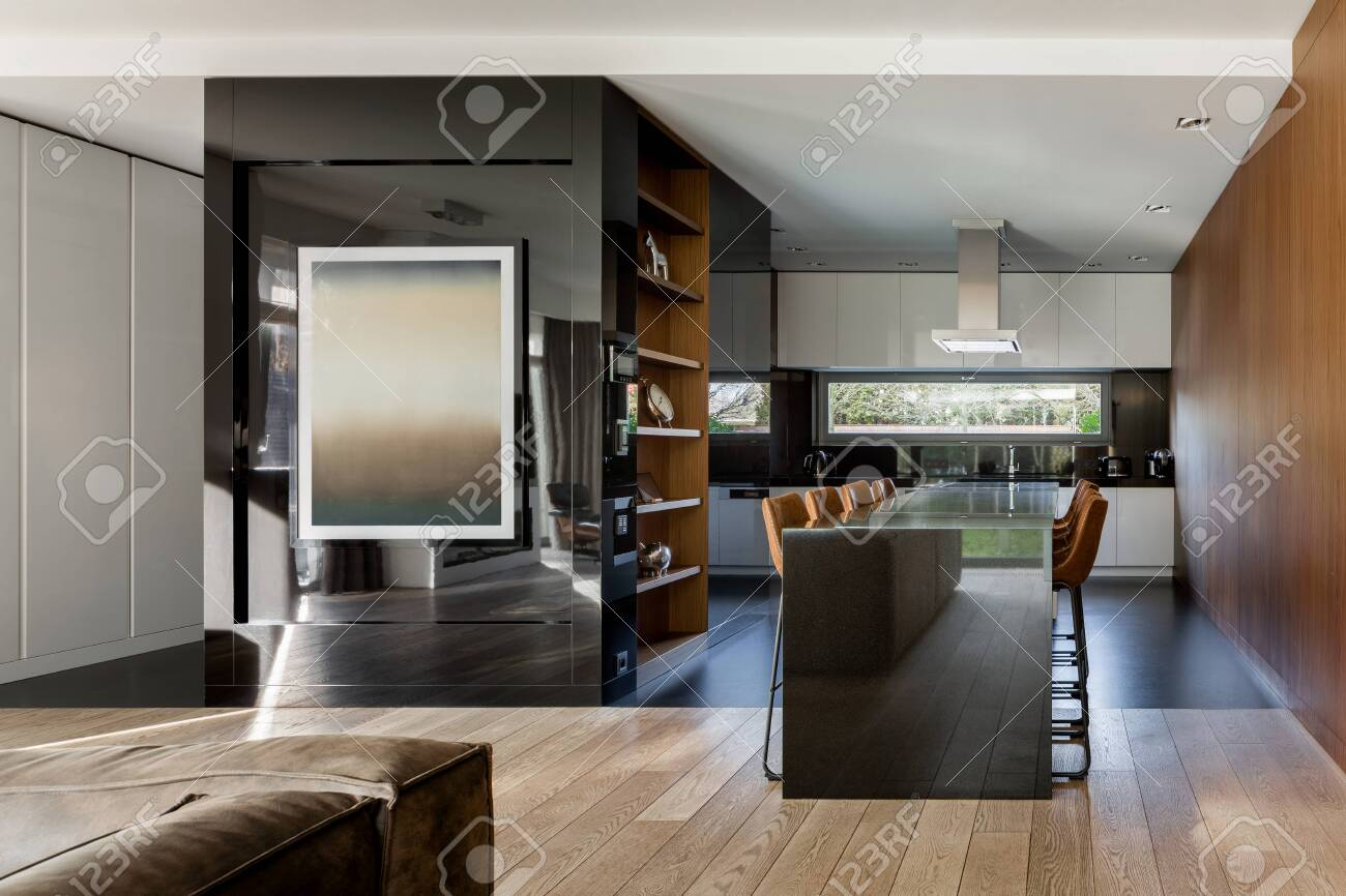 Modern Dining Table With Elegant Chairs In Stylish Kitchen With White Furniture And Black Mirrored Wall With Painting Lizenzfreie Fotos Bilder Und Stock Fotografie Image 148000775