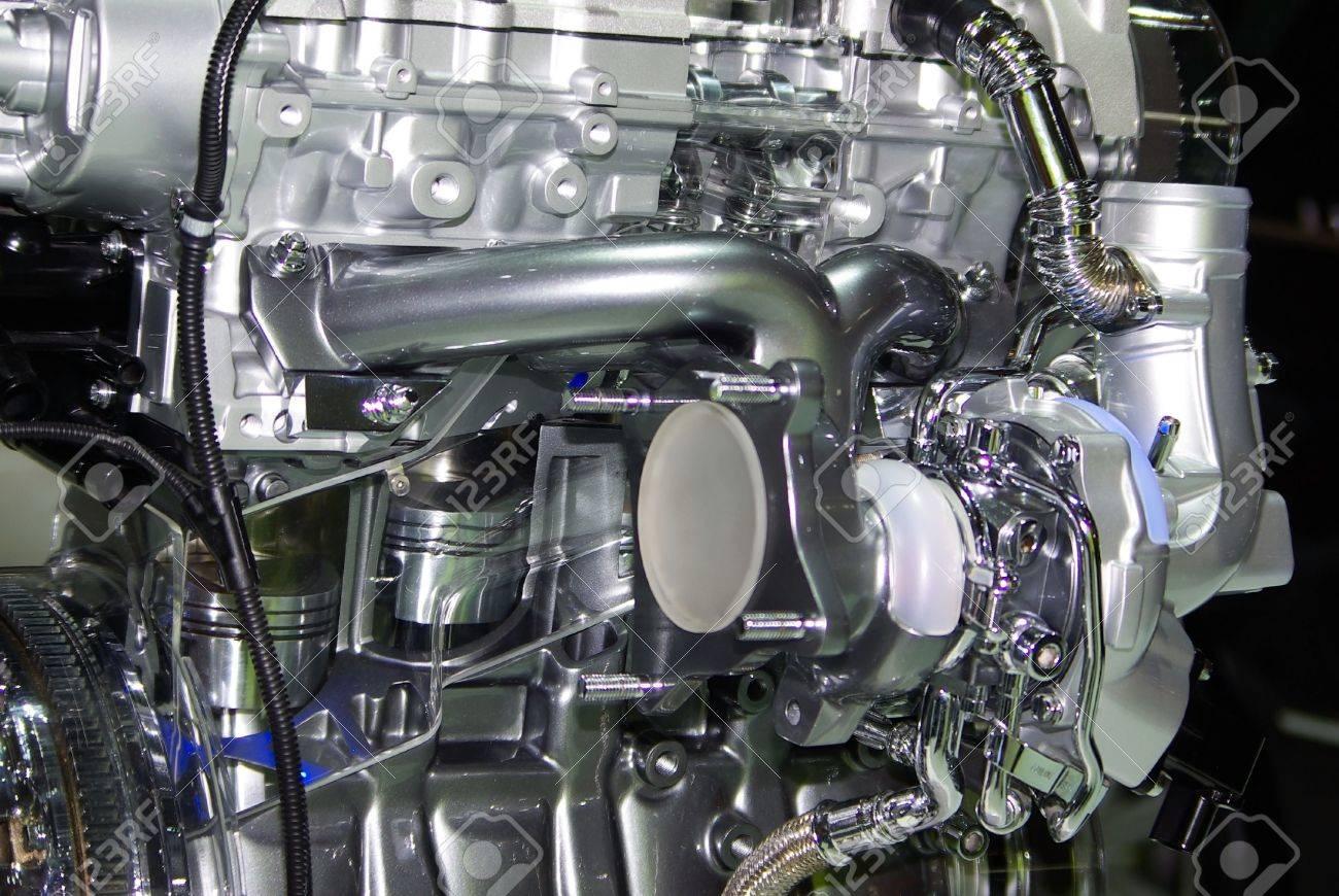 Großansicht Des Motors Eines Kraftfahrzeugs. Motor Der Inneren ...