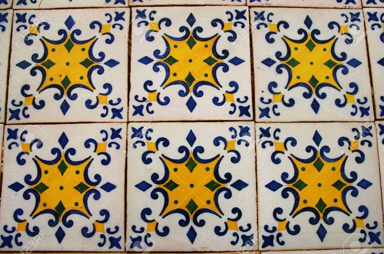 Marocchino vasi di argilla vintage sfondo di mosaico piastrelle