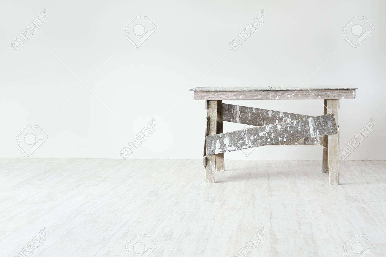 Construction grunge ladder  in white empty  interior: white wall and gray floor. Apartment decoration concept. Stock Photo - 13994045