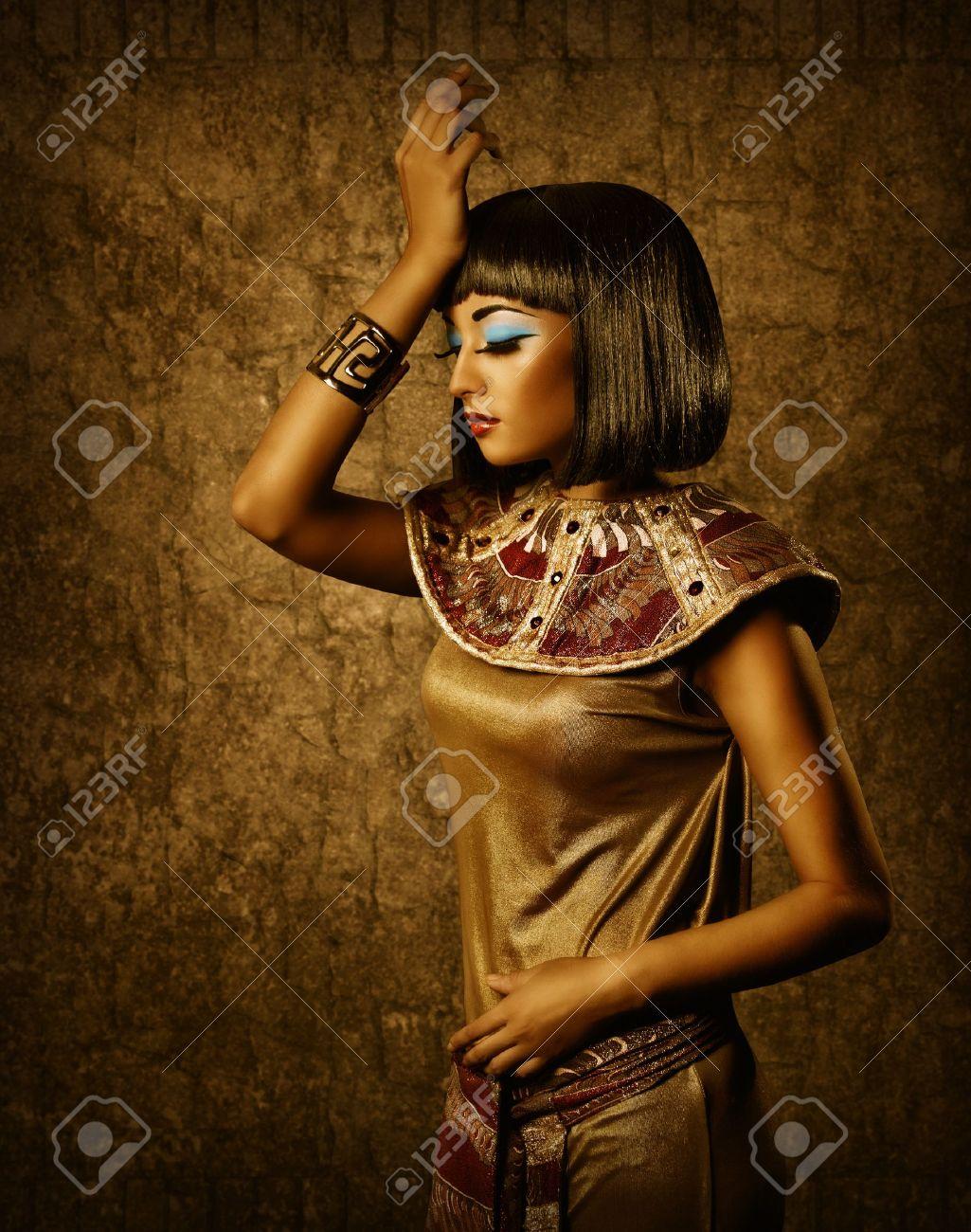 Beautiful egyptian woman bronze portrait over grunge dark gold background Stock Photo - 22128779
