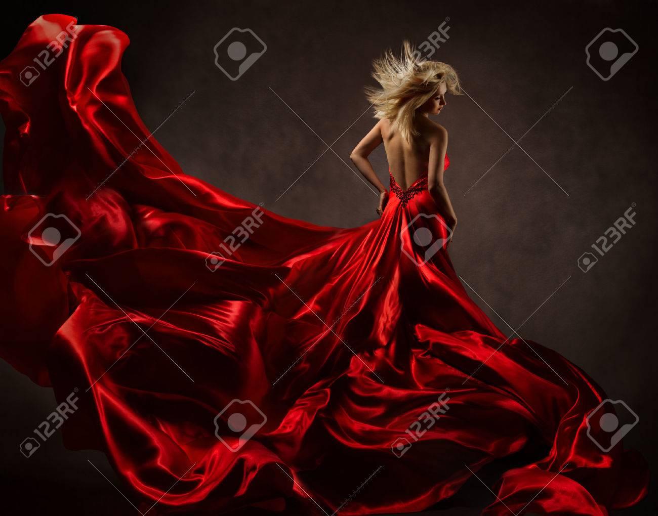 Снял с девушки шелковое платье 23 фотография