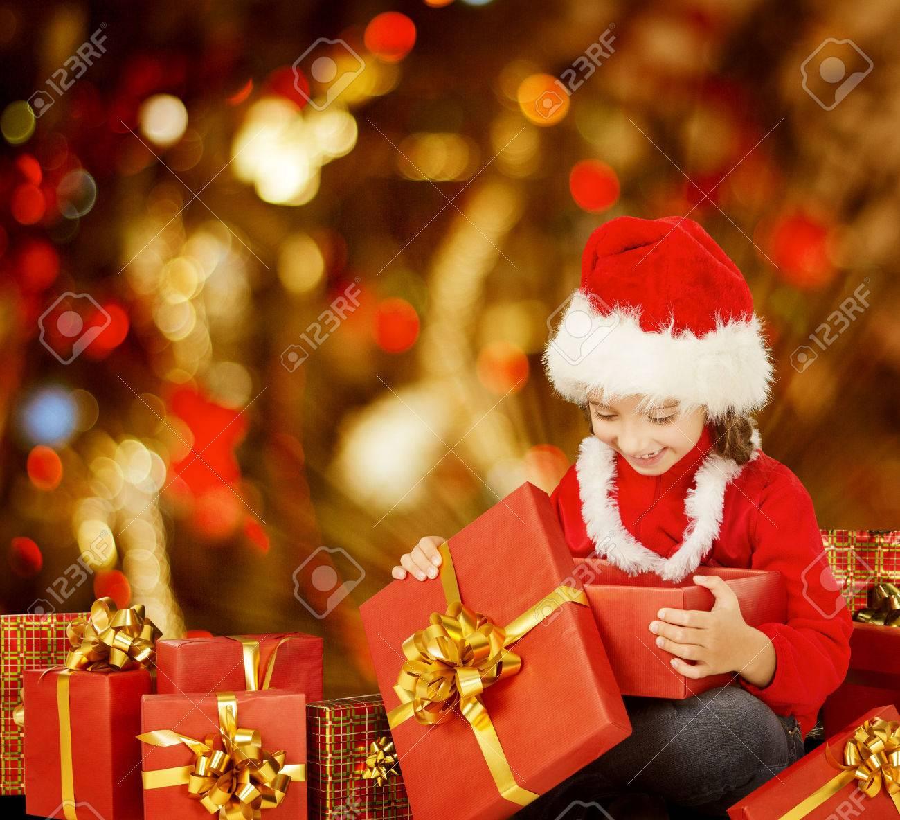 Weihnachten Kid Eröffnung Geschenk-Kasten, Glückliches Kind Im Sankt ...