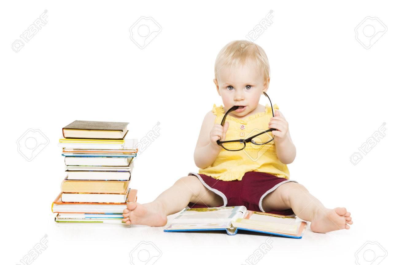 Enfant Fille Livre De Lecture Dans Lunettes Developpement De La Petite Enfance Petit Kid Education Prescolaire Concept Isole Sur Fond Blanc