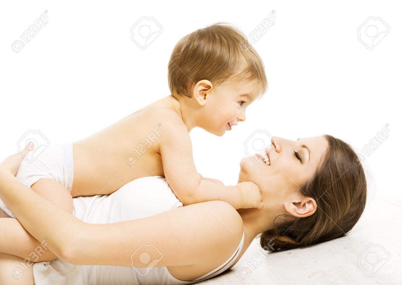 Banque dimages mère baby love maman heureuse avec kid boy enfant et famille isolé sur blanc