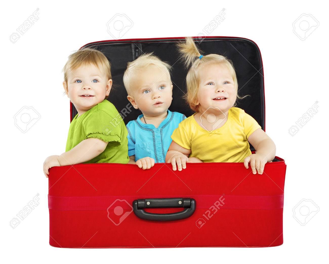 Дети на чемоданах фото