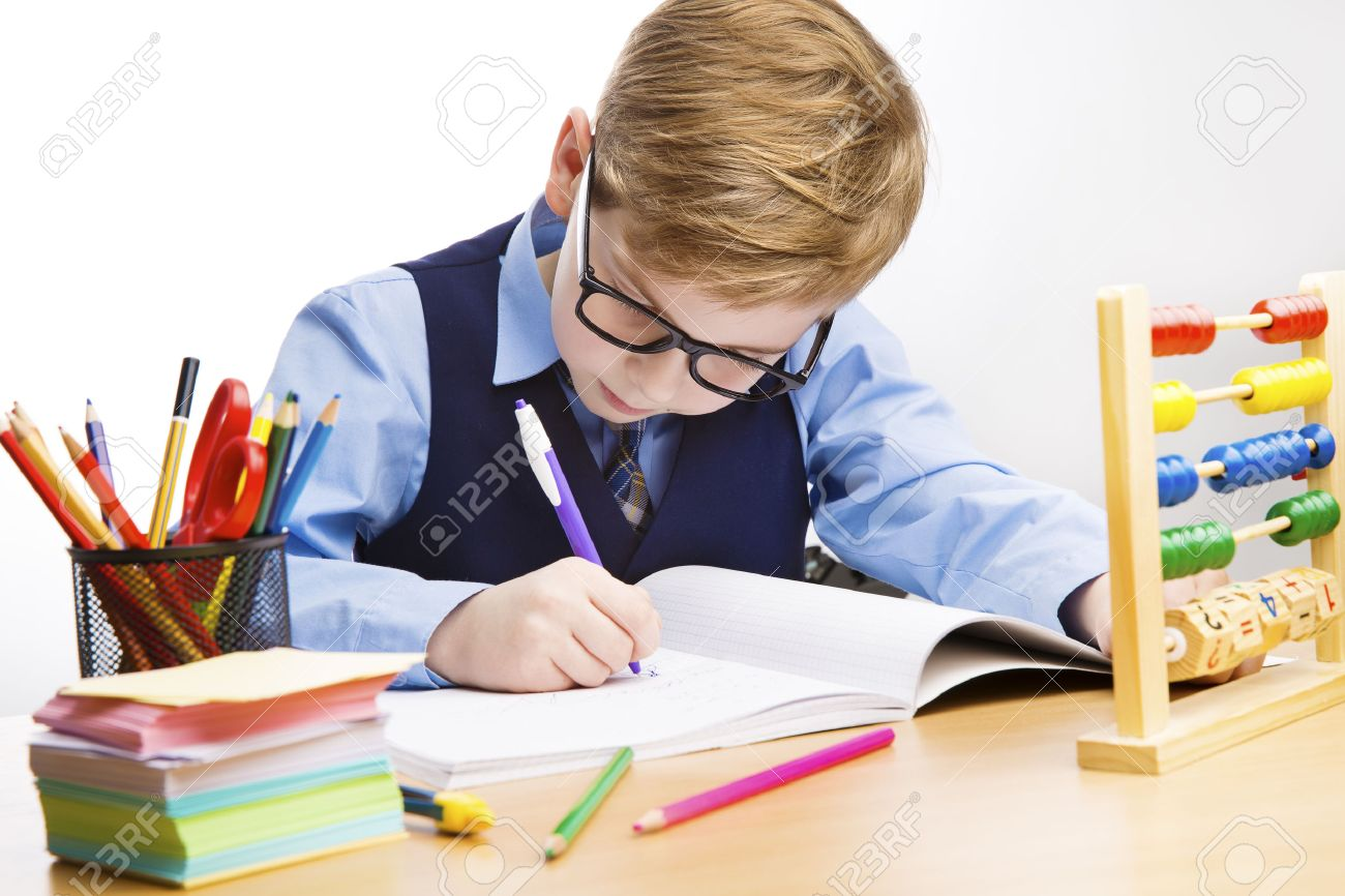 Schule Kid Writing, Studenten Kind Lernen Im Klassenzimmer, Junger ...