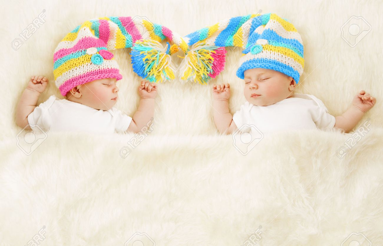 4f0819d66d13 Twins Babies Sleep In Hat