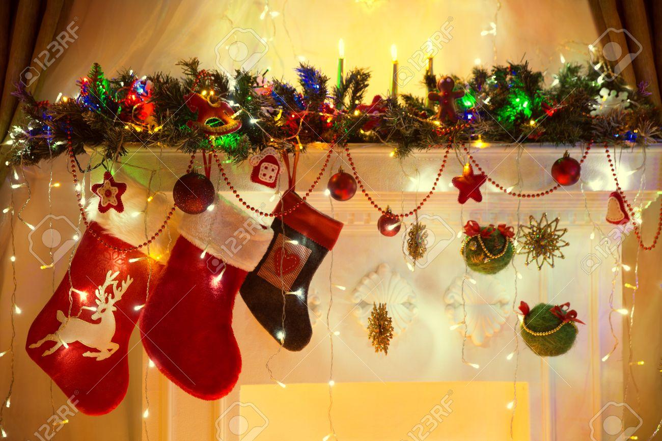 Kerst open haard, family opknoping socks, xmas lights decoratie ...