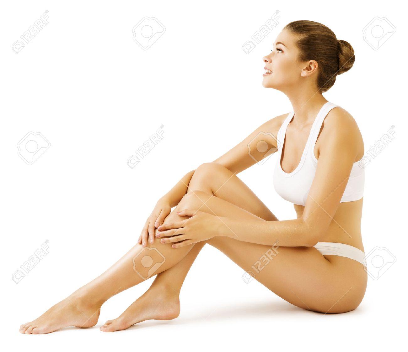 Mujer La Belleza Del Cuerpo, La Niña Modelo Sentado En La Ropa ...