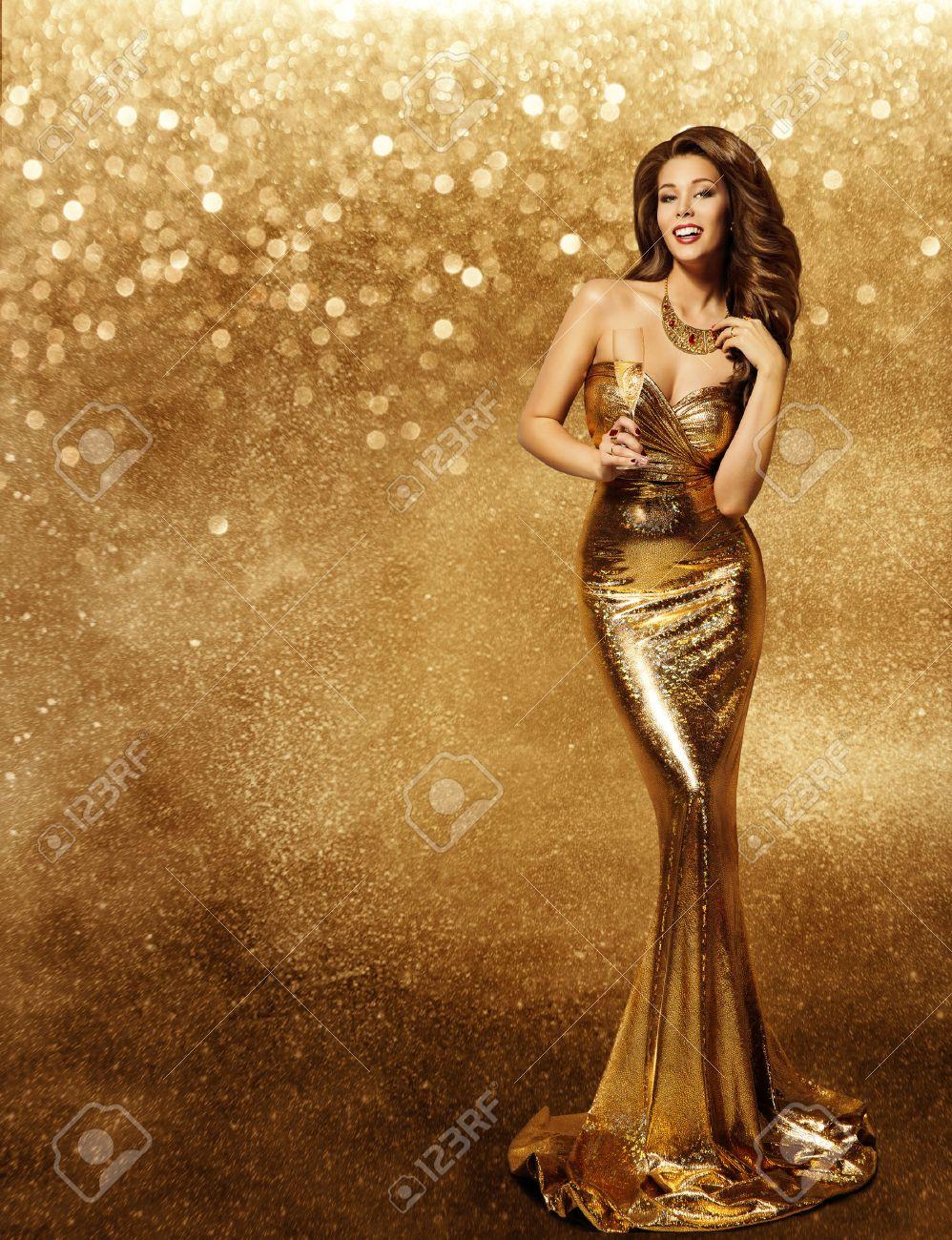 Frau Goldkleid, Model Mit Champagner In Langen Goldenen Kleid, Vip ...