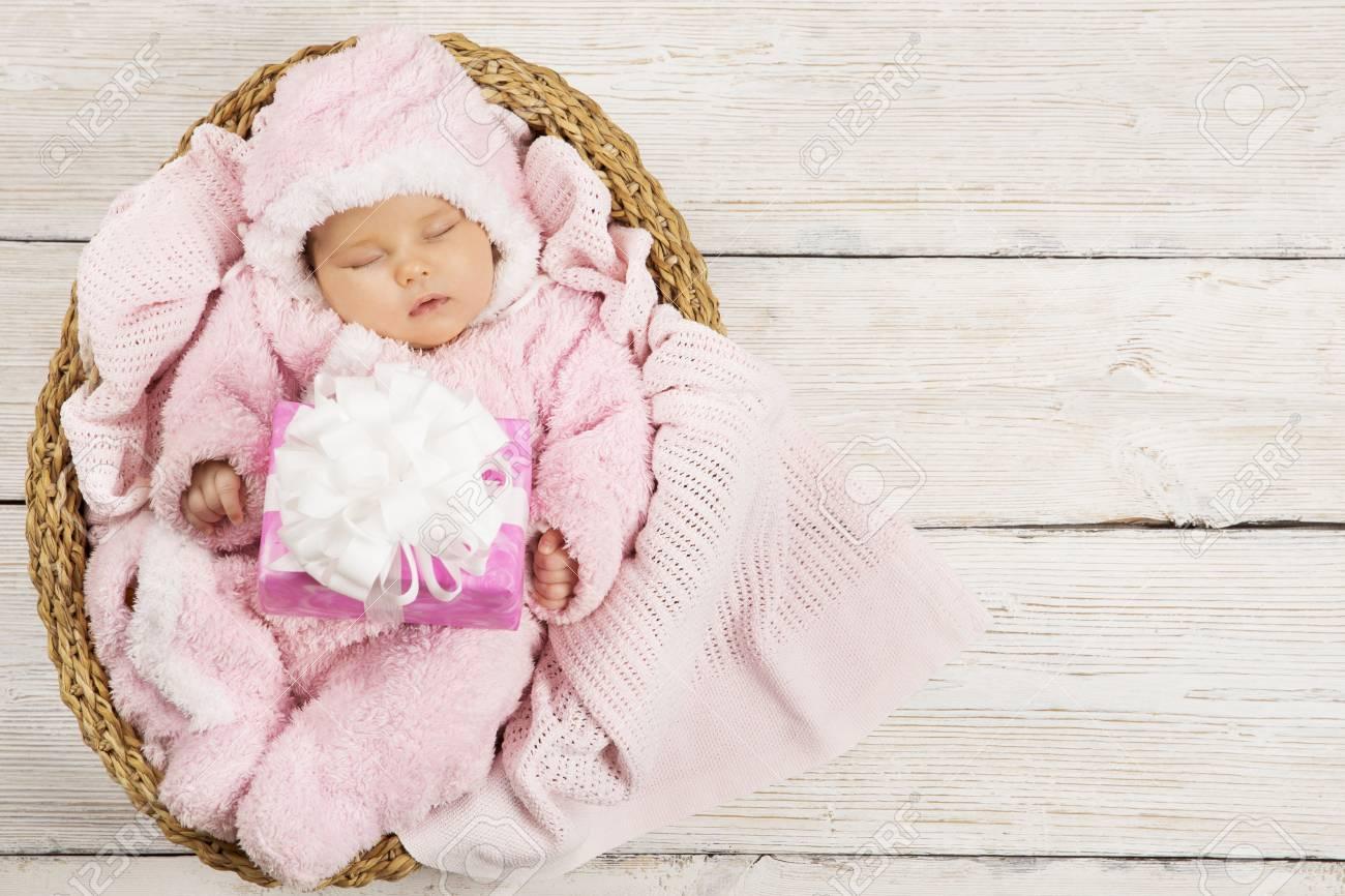 distribuidor mayorista e7bd8 3eb04 Bebé Recién Nacido Con Presente Caja De Regalo, Durmiendo Niño En Rosa Ropa  Para Niños