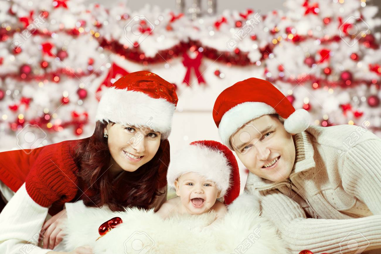 Christmas Family Portraits.Christmas Family Portrait Newborn Baby In Santa Hat Happy New
