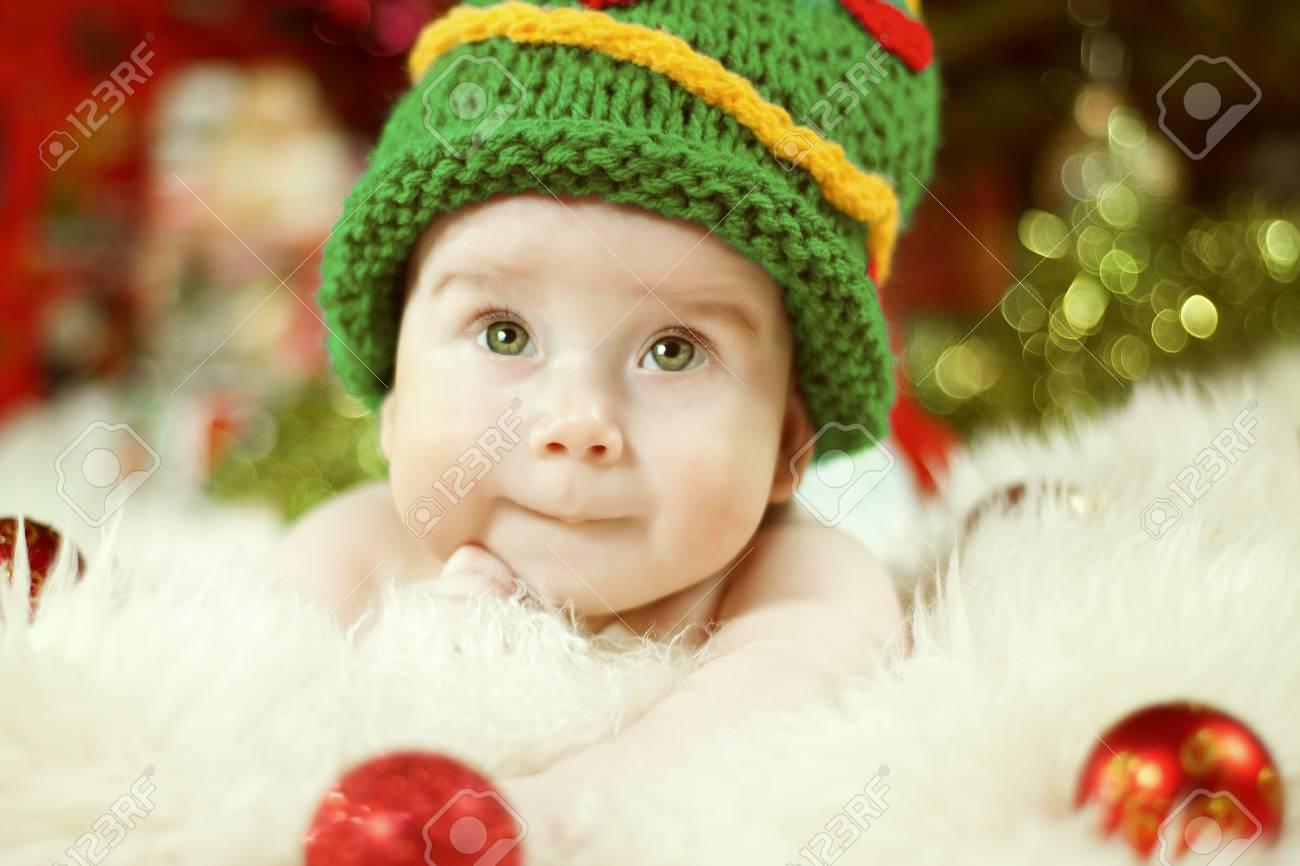 Newborn Baby Portrait, Happy New born Kid Boy in Christmas Green Hat - 90155521