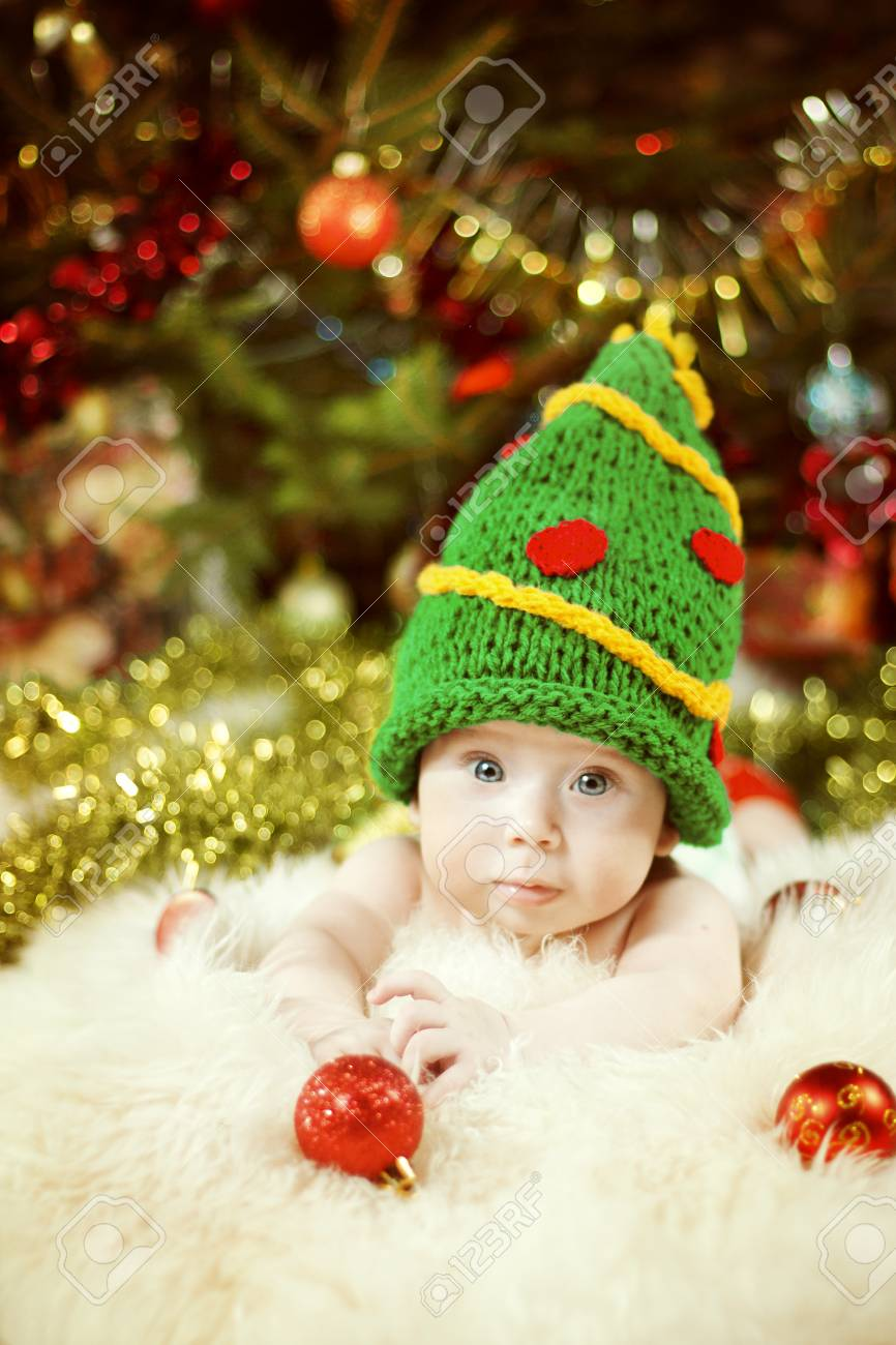 Newborn Baby Portrait, Happy New Born Kid, Child in Green New Year Tree Hat - 90159130