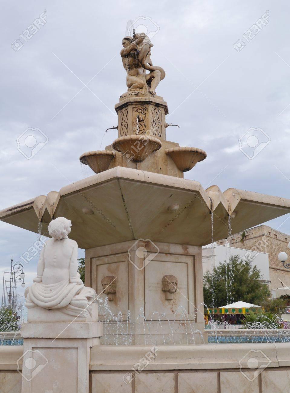 イタリア プーリアのモーラ ディ...