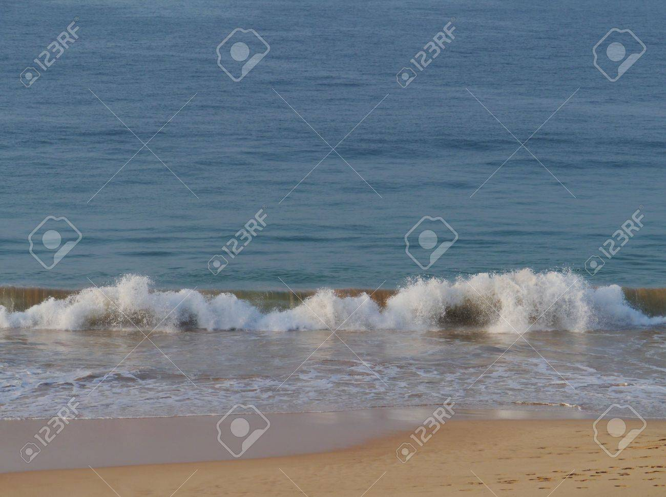 The Indian ocean with waves and breakers on the coast of Sri Lanka Stock Photo - 17854720