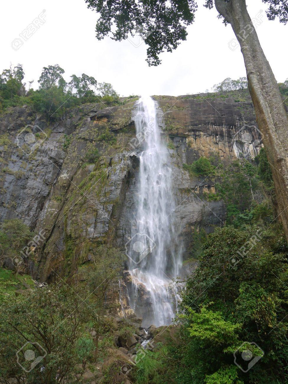 The diyaluma waterfalls in the surroundings of Ella in Sri Lanka Stock Photo - 18233566