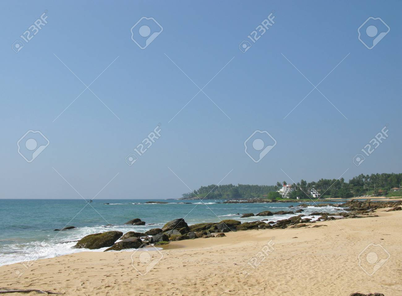 The Indian ocean with waves and breakers on the coast of Sri Lanka Stock Photo - 18264044