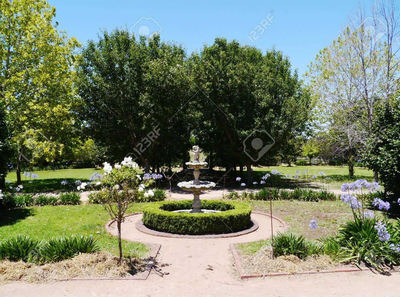Fabulous Een Victoriaanse Tuin Met Een Fontein In New South Wales In #JL39