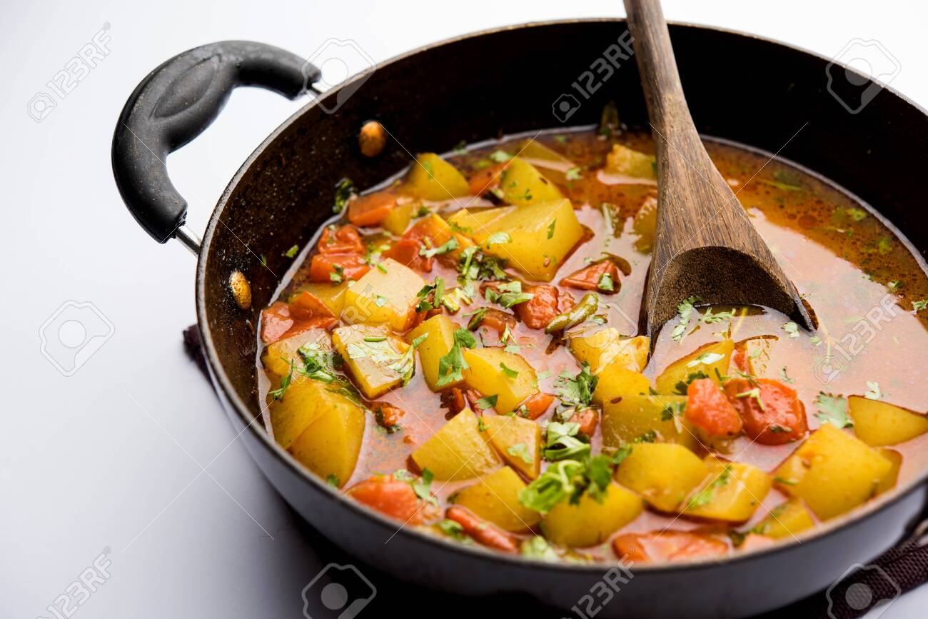 Lauki/doodhi ki Sabji also known as bottle gourd curry. served in a bowl or karahi. selective focus - 127598682