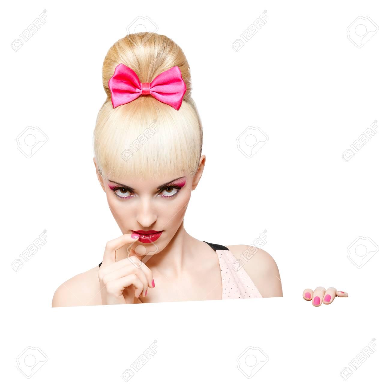 Bezauberndes Madchen Spahen Pin Up Frisur Billboard Isoliert Auf
