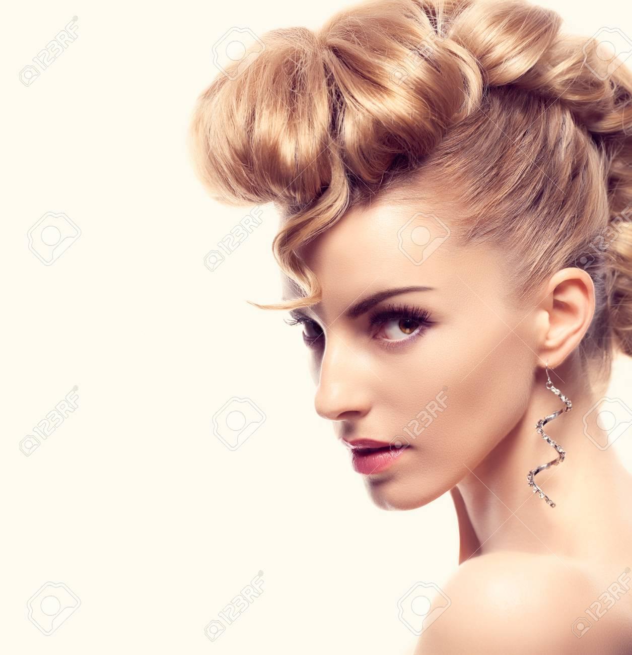 Fashion Mohawk Hairstyle Natural Makeup Fashion Beauty Woman