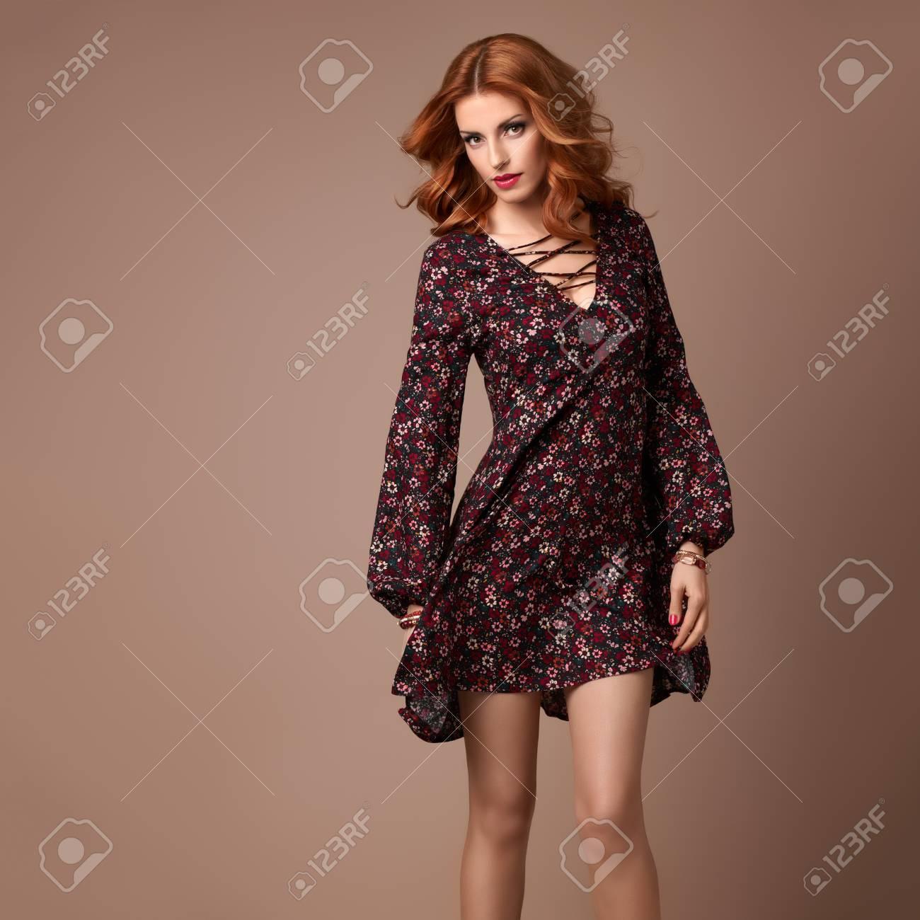 bas prix 553ac b810b Fashion Boho femme dans la mode robe Printemps-Été. coiffure élégante  Curly, maquillage de la mode, Floral Summer Outfit. Glamour Bonne beauté  Redhead ...