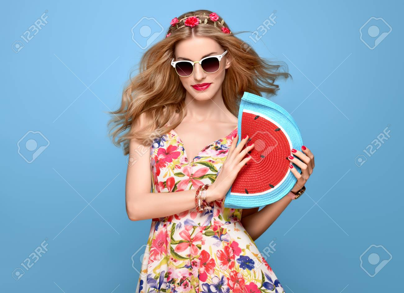205e27aad Fashion Beauty woman in Summer Outfit. Sensual Sexy Blond Model in fashion  pose Smiling.