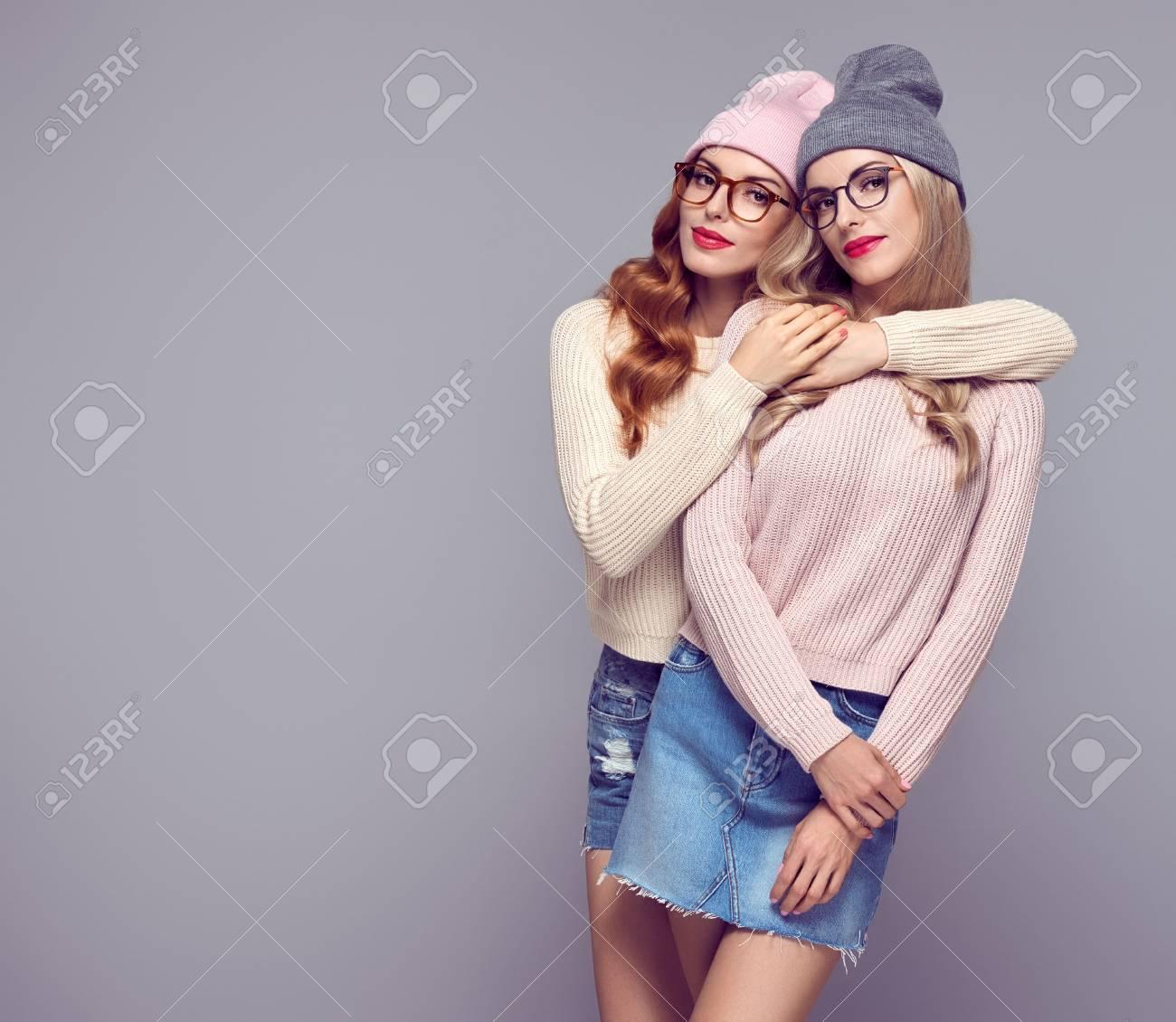 redhead-twins-hugging