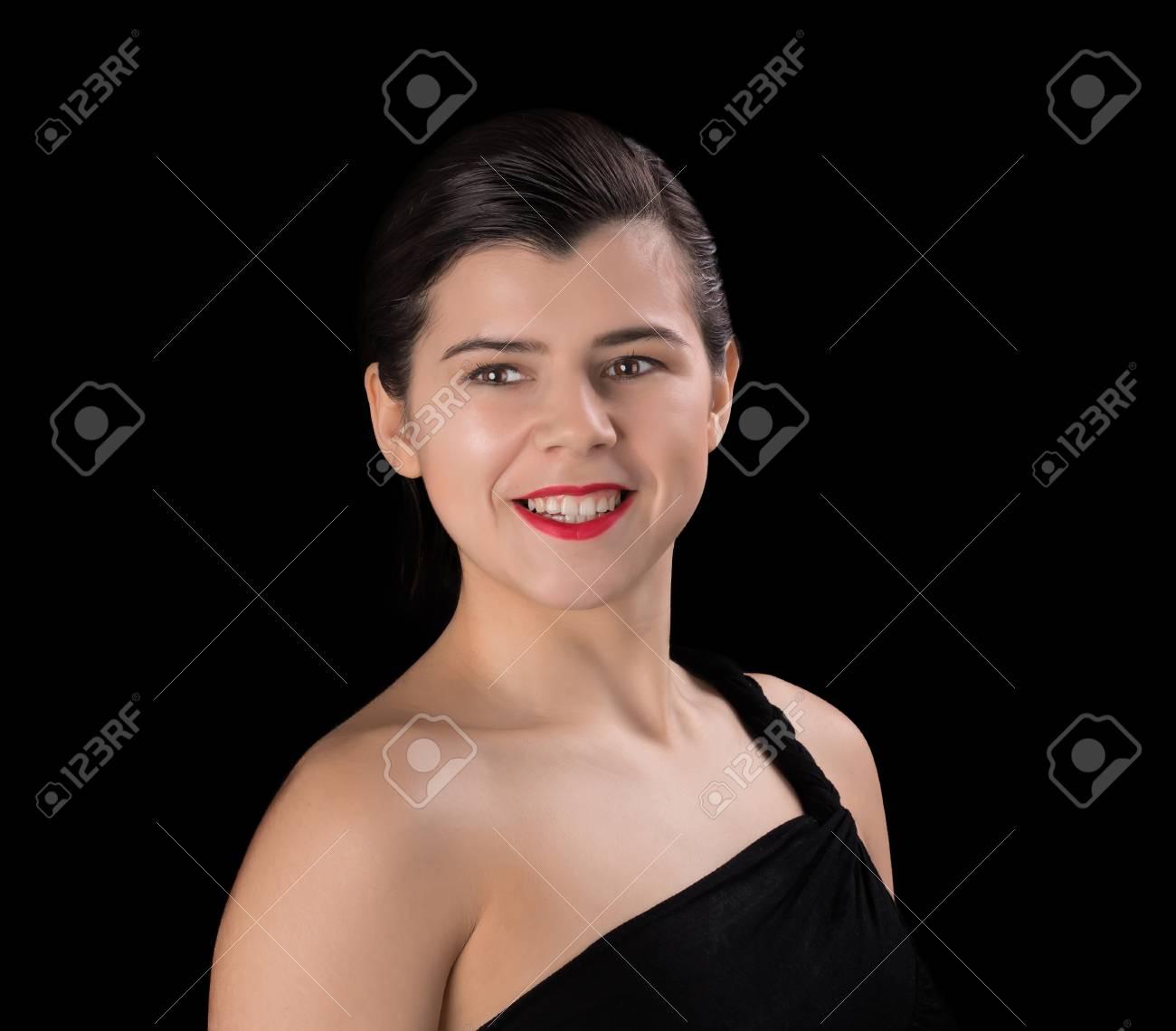 Femme Brune Souriante En Robe Noire Avec Une Coupe Courte Et Une Epaule Nue Isolee Sur Fond Noir Banque D Images Et Photos Libres De Droits Image 50768359