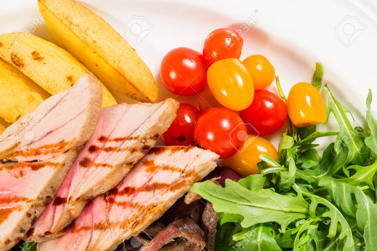 Delicious Grilled Tuna Salad With Baked Potatoes And French Beans