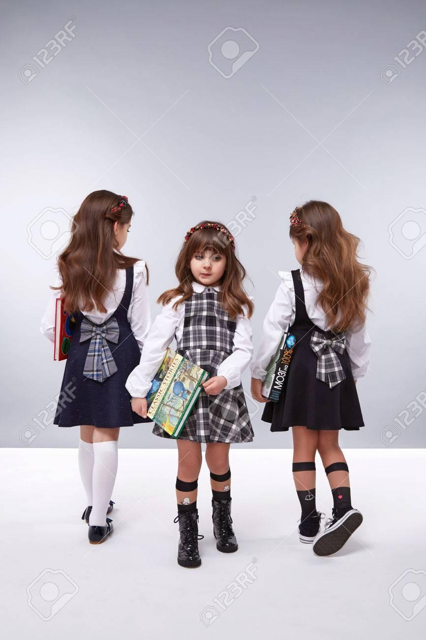 Kleine Mädchen Freundin In Einem Schönen Stilvollen Art Und Weise ...