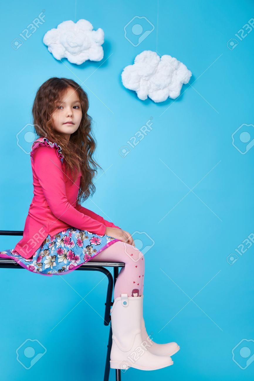 Niña Hermosa Linda Sonrisa Niña Hija De La Niñez Ropa Para Niños Del ...