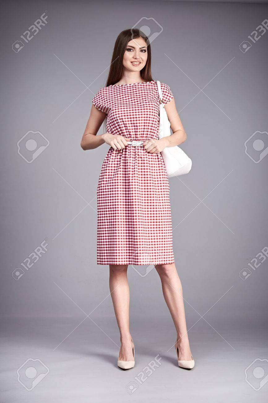 Mujer Morena De Ropa De Moda Desgaste Atractivo Del Vestido ...